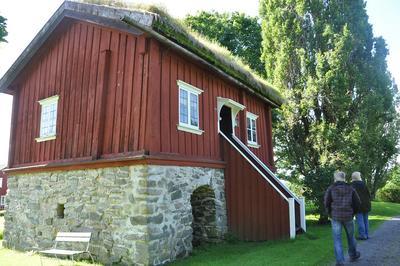 Foto av stuen i Holmedal