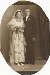 Brudebilete av Asgjerd Taksdal f. Søyland (1913 - 2007) og O