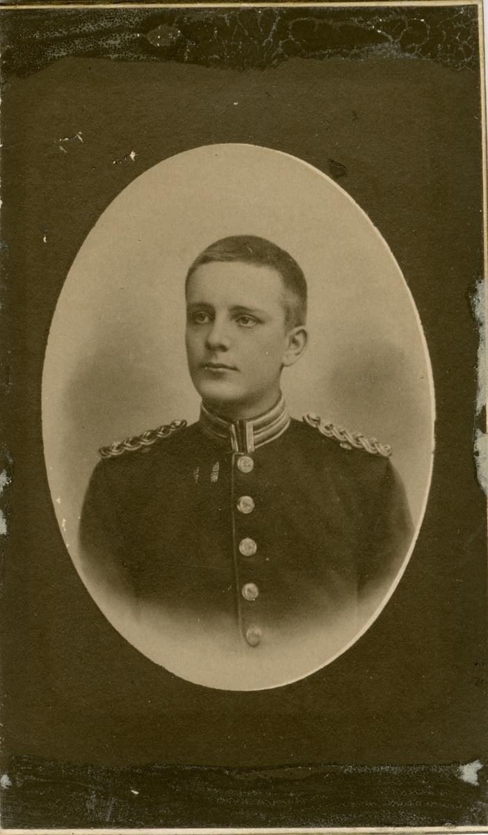 Porträtt av Karl Svante Axel Amnéus, officer vid Hälsinge regemente I 14.