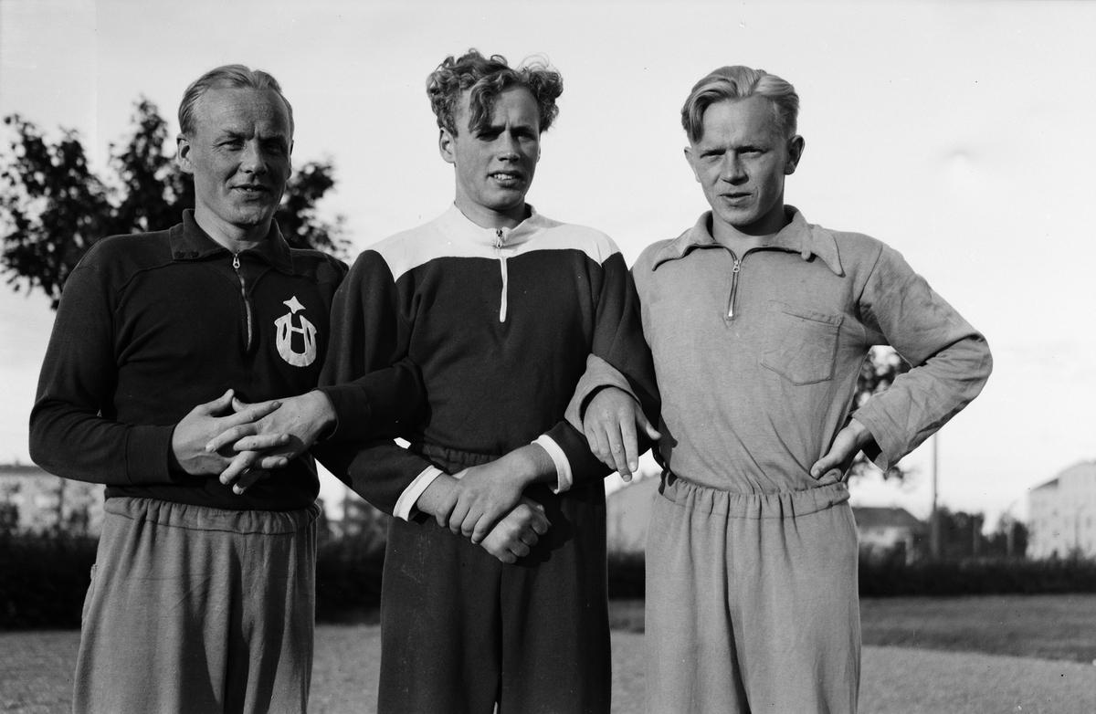 Tre simmare på besök i Uppsala 1945