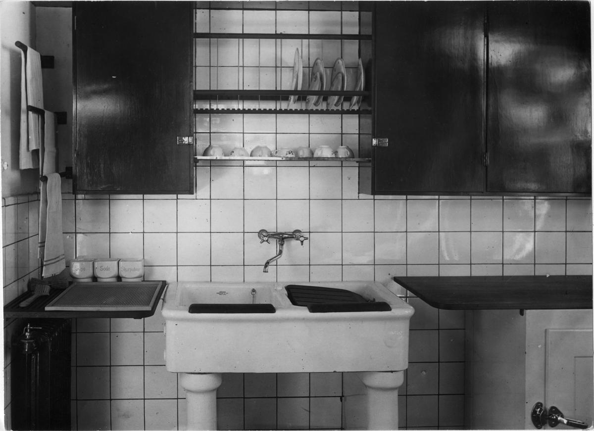 Bygge och Bo-utställningen i Stockholm 1928.s Markelius utställningskök.