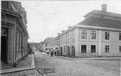 Kapellgatan i Arboga 1901.