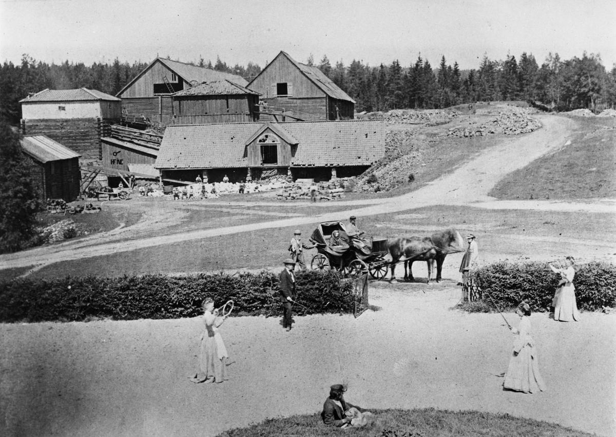 Mulltimmersmasugn, rostugn samt kolhus. Fotografiet taget från bruksherrgården vid Högfors Bruk.