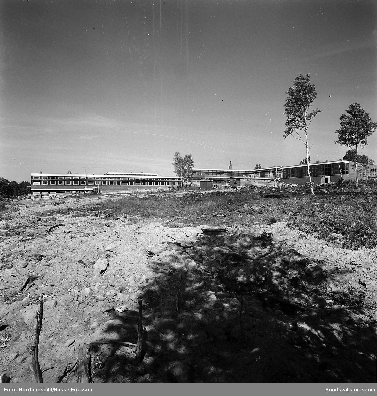 Bygge av Vibackeskolan på Alnö.