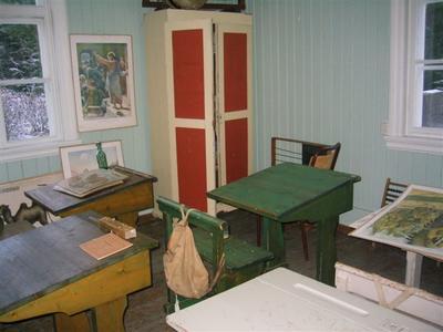 Interiør, klasserom på Skinnarbøl. Foto/Photo