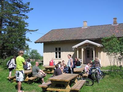 Elevbesøk, Skinnarbøl skolemuseum. Foto/Photo