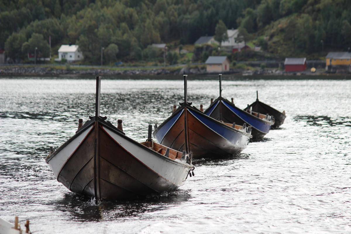 """""""Åfjord boat"""" is the name of our local boat type. They also have names for their sizes. The boats on this picture are the size """"halvfjerming"""" (23-27 ft), making them """"Åfjords halvfjerming"""". (Foto/Photo)"""