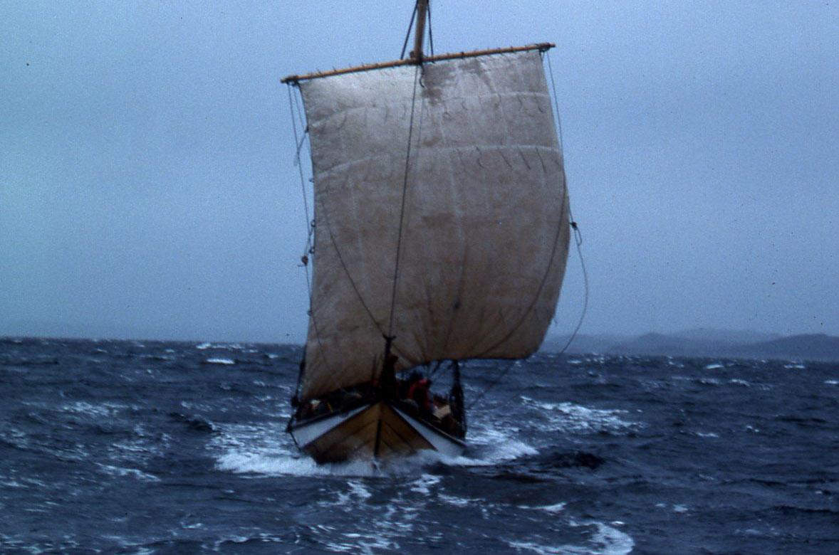 Gamle Skårungen i frisk seilas (Foto/Photo)