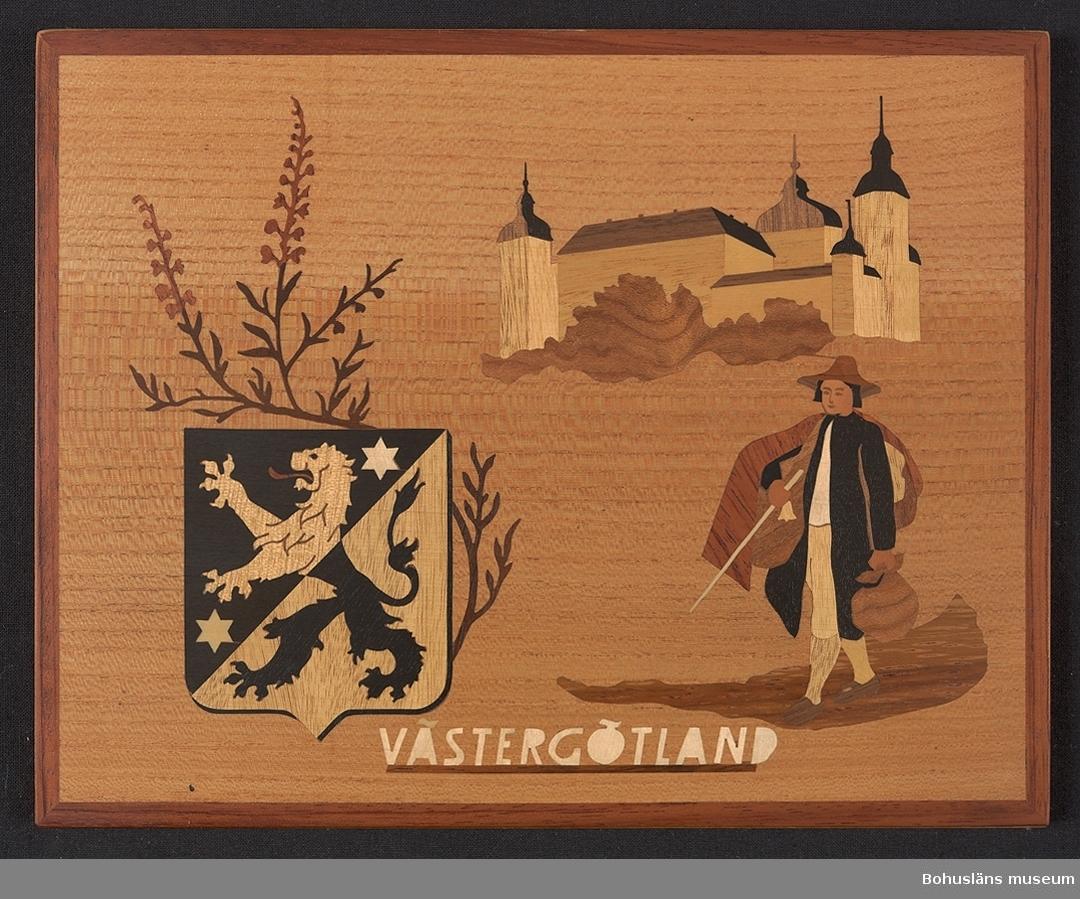 """Landskapstavla med namnet VÄSTERGÖTLAND med landskapsvapnet, ett upprest lejon mot motsatta tinkturer och ikoniska motiv typiska för landskapet inlagda i intarsiateknik av fanér i olika ljusa och mörka träslag. Lackad.  Motiven avbildar blommande ljung, Läckö slott och en Västgötaknalle med vandringsstav och varusäckar.  Intarsian är skuren så att träets naturliga mönster skickligt medverkar till och understryker motivens former och volymer.  Beskrivande etikett  - bitvis trasig - av papper på baksidan med texten: Landskapstavla """"VÄSTERGÖTLAND"""" Motiv: Vapnet, Ljung, Läckö slott, Knalle. Träslag: Alm, Svart päron, Avodire, Jakaranda, Bubinga, Gua---, Ybam, Kelobra, Päron, Almrot, Valnöt, Lönn.  Komponerat av: Konstnär B. Ekman. Tillverkad av: Bohus Intarsia, Uddevalla. Generalagent: Firma Walter Mideskog, Motala. På baksidan en upphängning."""