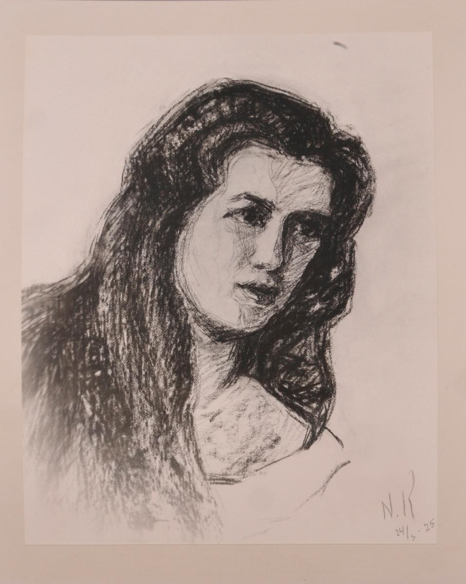 Portrett av kvinne. Truleg Aagot Mandt, ifylgje tekst bak på ramma.