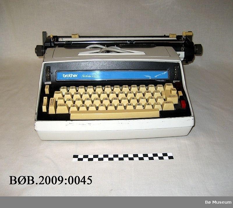 Elektrisk skrivemaskin med varetrekklektonikk industri