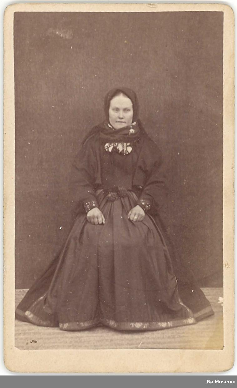 Kvinne, heilfigur, beltestakk