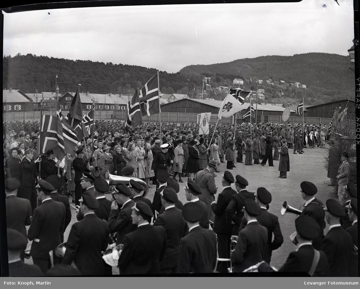 17. mai på Steinkjer, samling på grusbanen på Sannan.