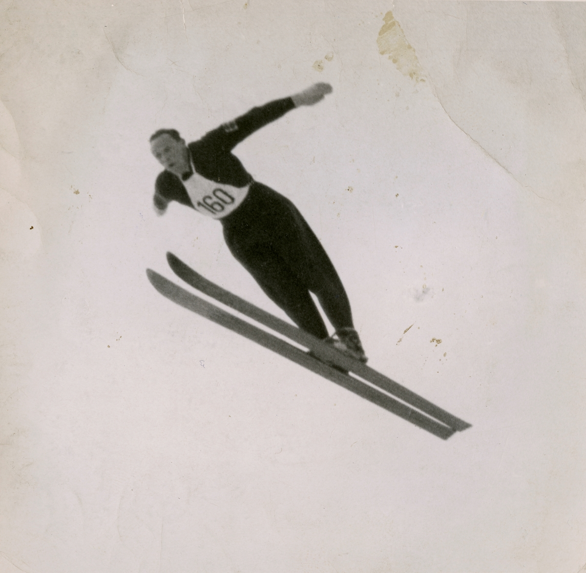 Norwegian skier Thorleif Schjelderup in action
