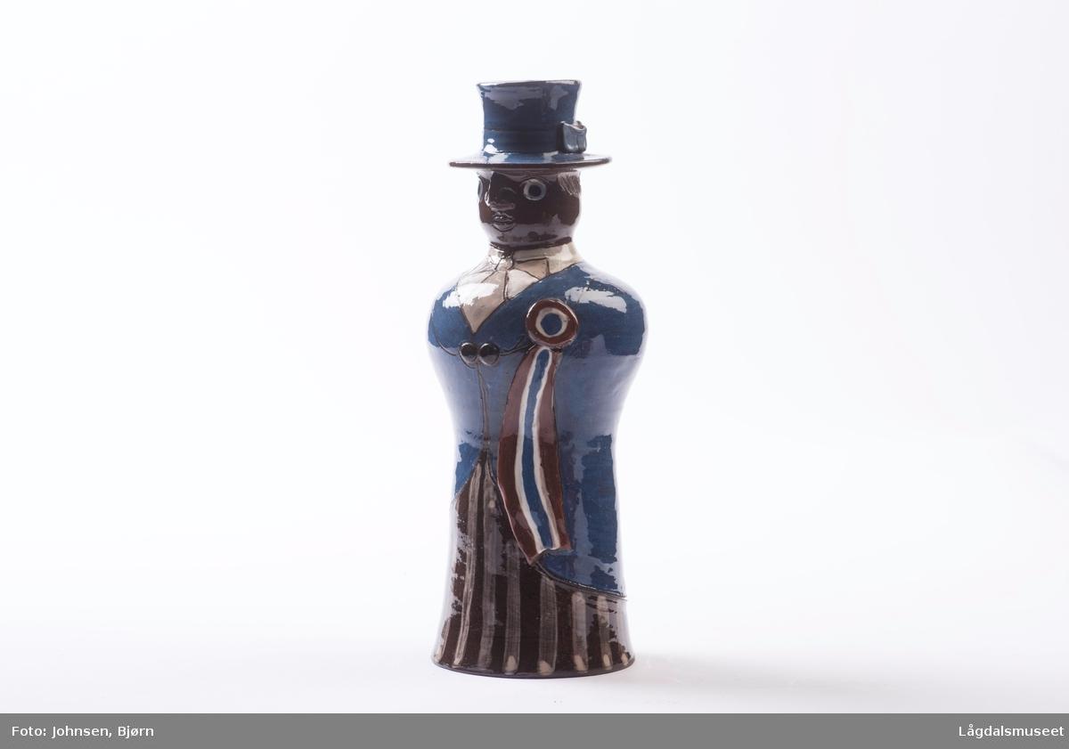 Dekoren på lysestaken utgjør klærne til borgemesteren. Utforelsen er en mann med hatt.