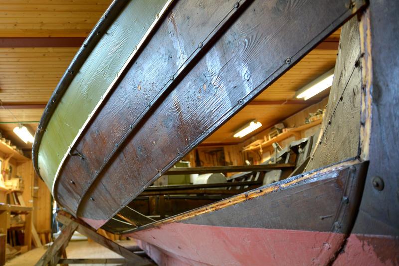 Bytting av bord på vengbåten Skarven