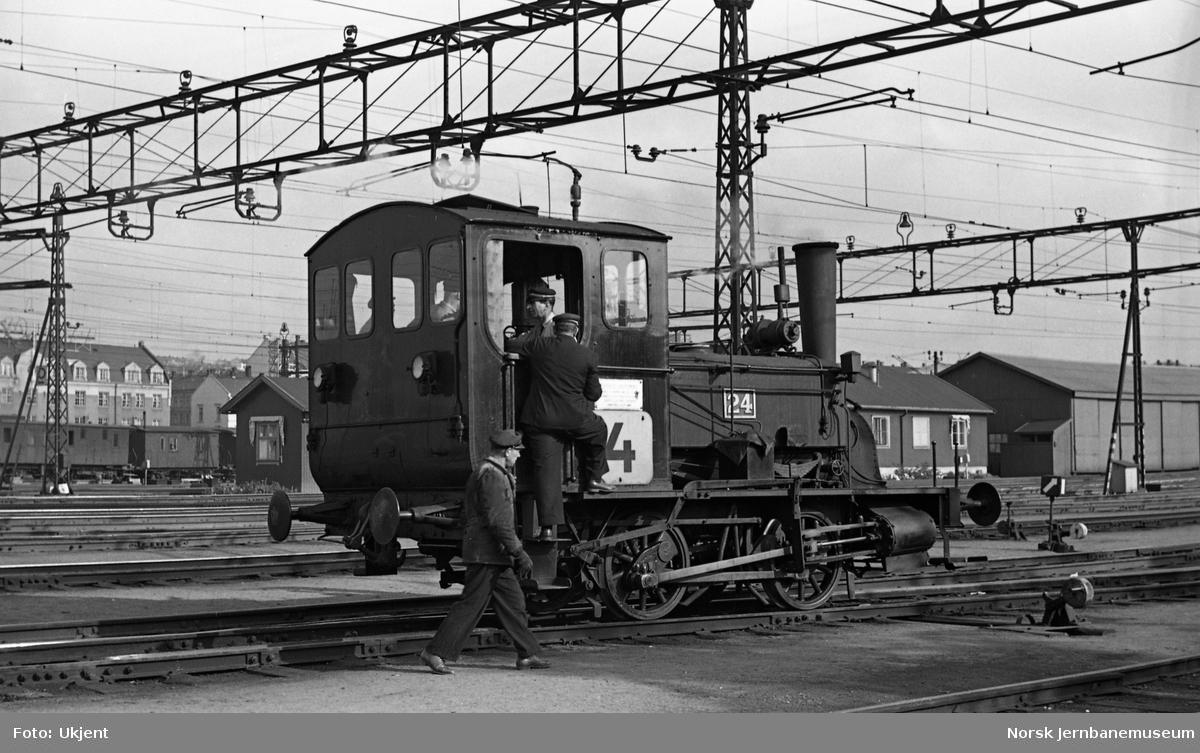 Skiftelokomotiv type 7a nr 24 på Oslo Ø, i bruk i skiftetur 4