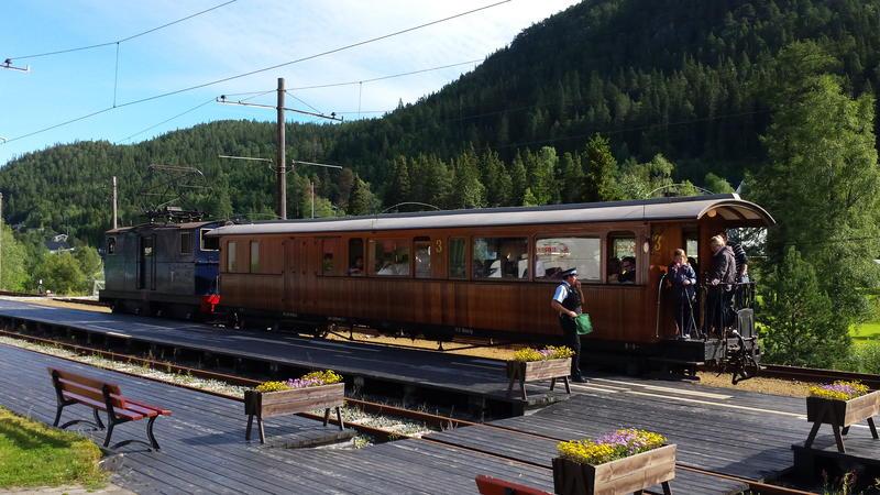 Lokomotiv nummer 2 og vogn nummer 10 på Thamshavnbanen (Foto/Photo)