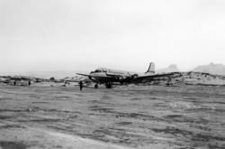 Lufthavn/Flyplass. Bodø. Et fly, DC-4, fra SAS har nettop la