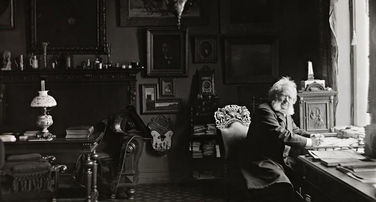 Henrik Ibsen in his study (Foto/Photo)