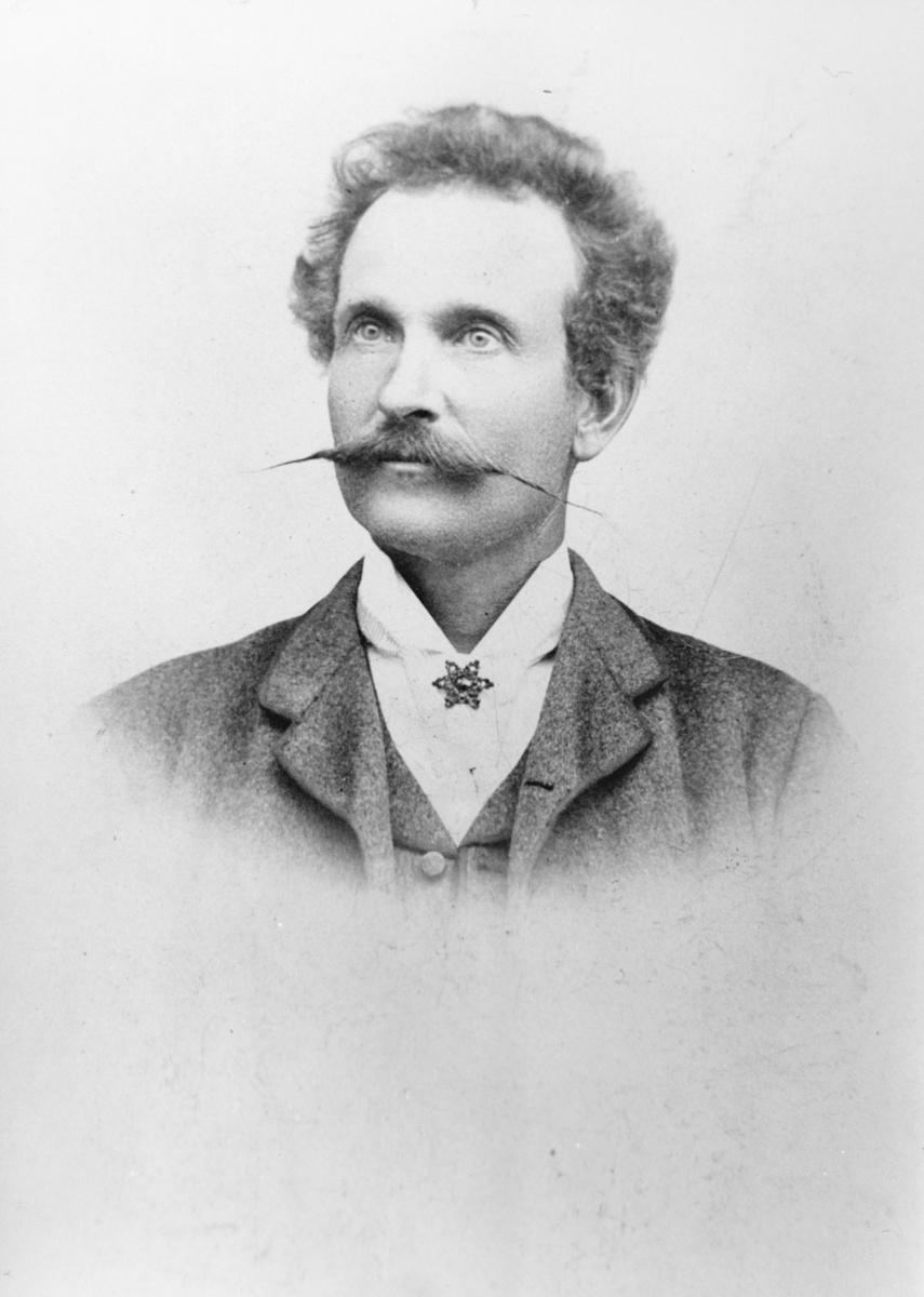 Selvportrett av Anders Andersson, ca. 1900.