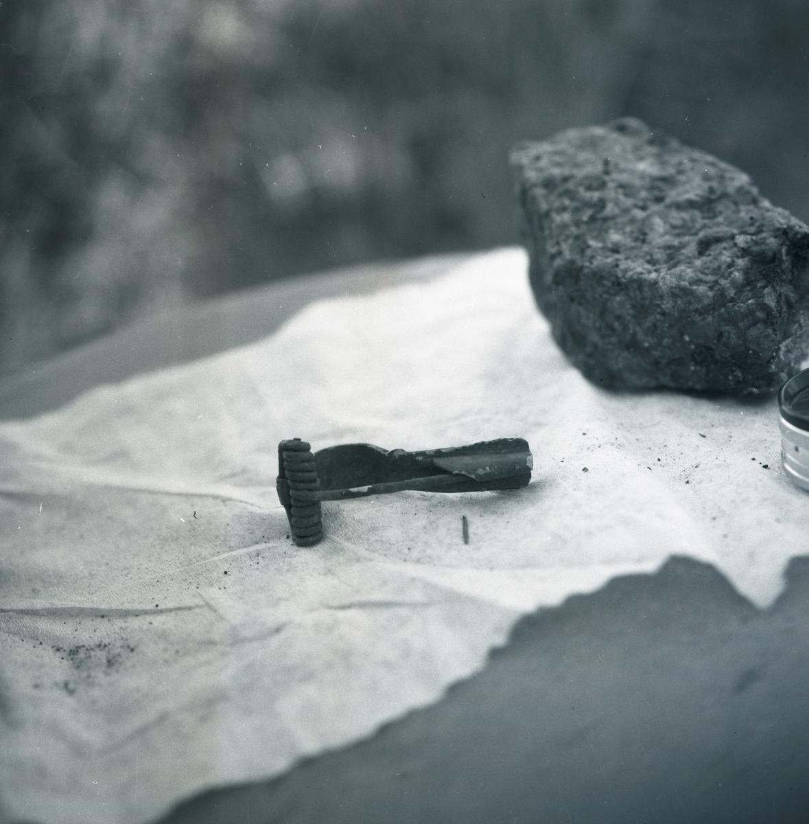Fynd från Störlinge. En fibula är ett dräktspänne. Fibulan användes allmänt i Europa under bronsåldern och järnåldern.