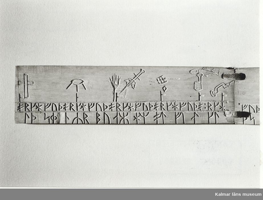 Runkalender. Runkalender. Kalendern är troligtvis en svensk uppfinning och användes främst under 1500- och 1600-talet, men hade en ny period av popularitet under i slutet av 1700- och början av 1800-talet. Kalendern är en form av evighetskalender med markeringar för veckodagar samt de så kallade gyllentalen. I vissa kalendrar finns även kyrkliga högtider inlagda  Daterad  1778 3/5-3/6