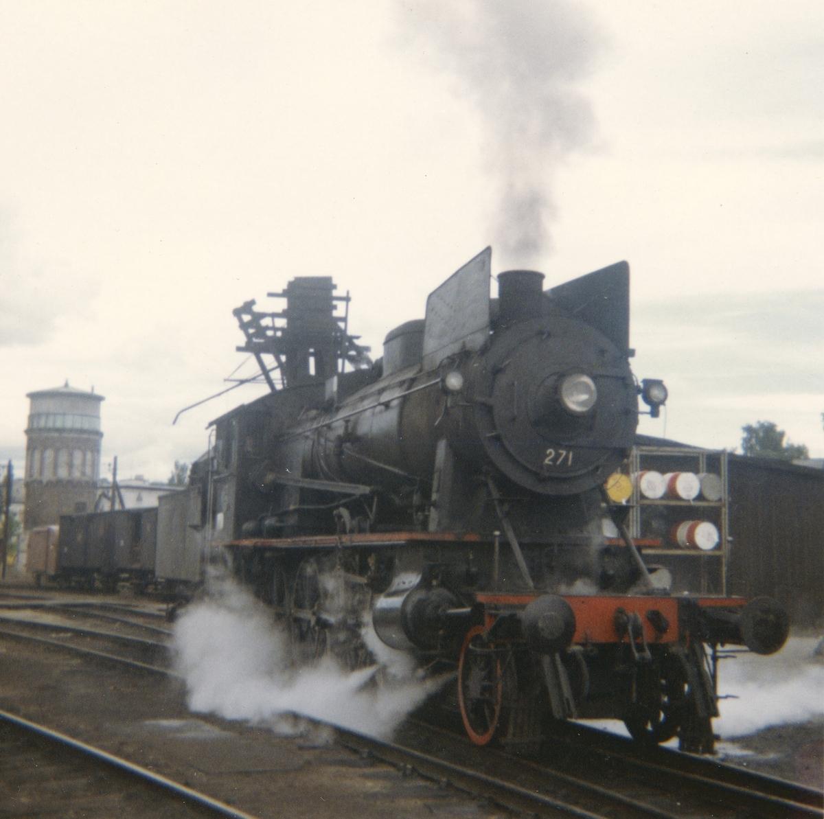 Damplokomotiv type 30a 271 ved lokomotivstallen på Hamar.