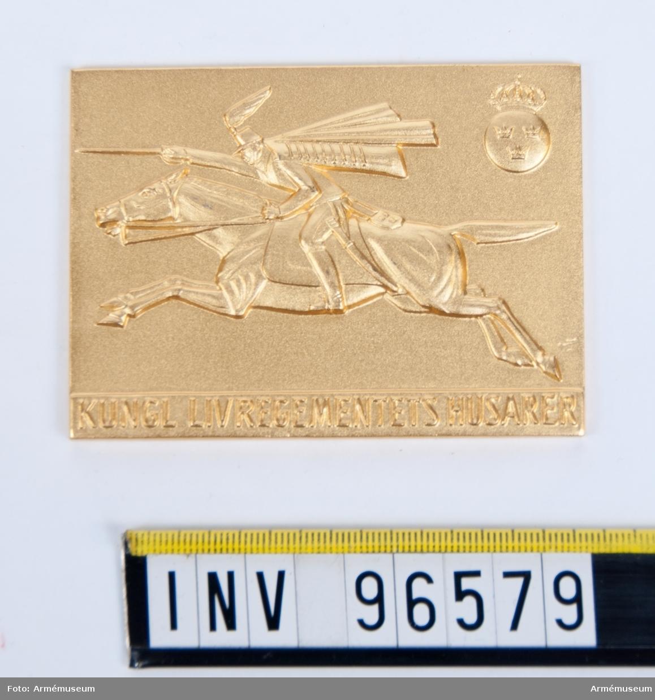 Plakett i guld för Livregementets husarer. Stans 52768, Stans (P.901).