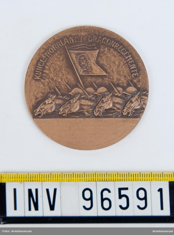 Medalj i brons för Norrlands dragonregemente.