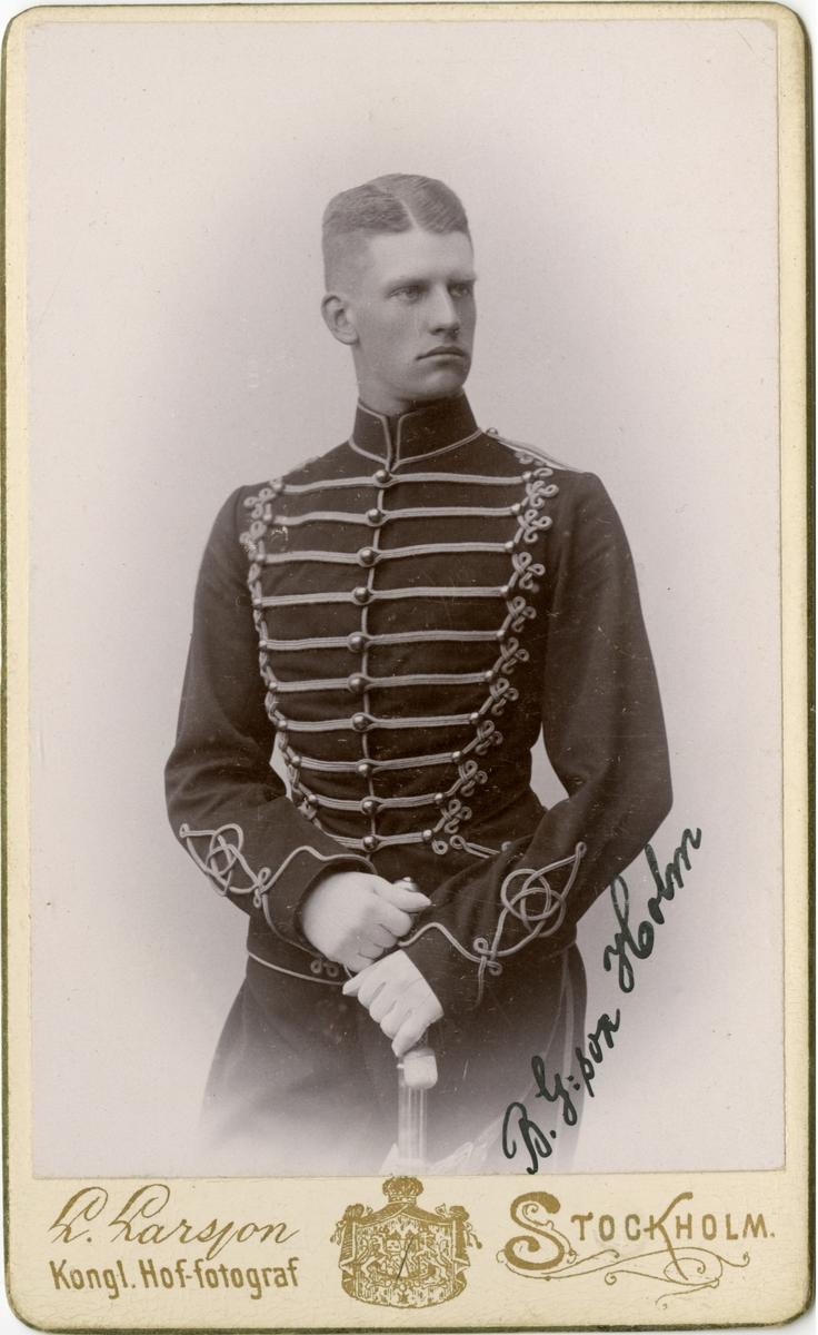 Porträtt av Lars Birger G:son Holm, underlöjtnant vid Smålands husarregemente K 4.