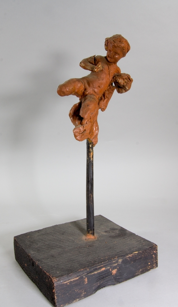 En flygande amorin som håller ett fågelbo i ena handen.