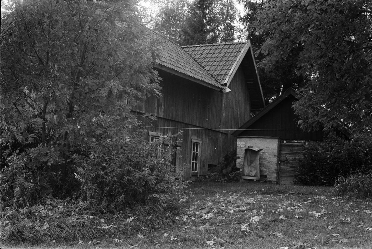 Ladugård, lada och källare, Råsta 1:7, Råstaberg, Tensta socken, Uppland 1978
