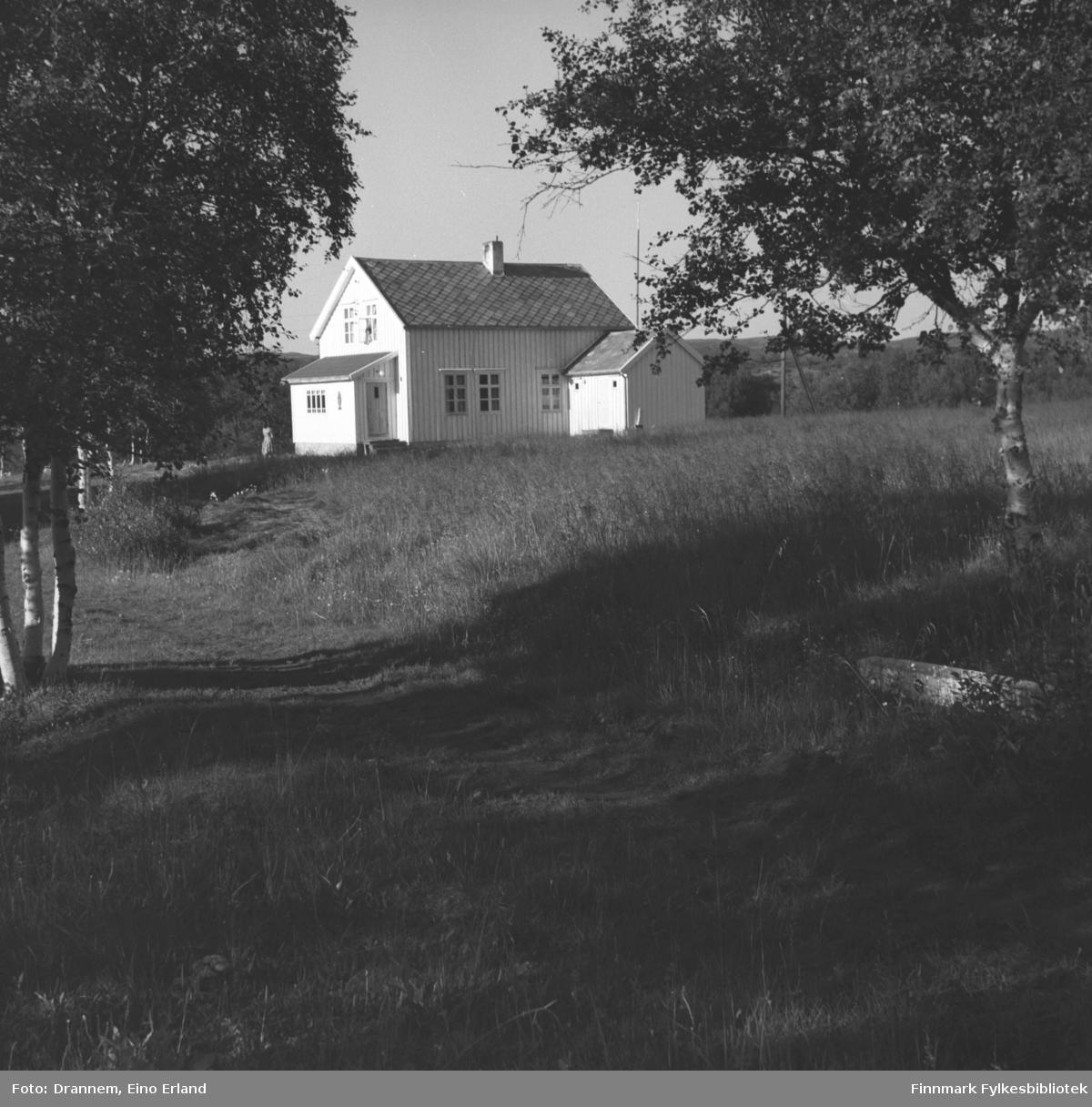 Fotografi av den gamle tollstasjonen i Neiden.