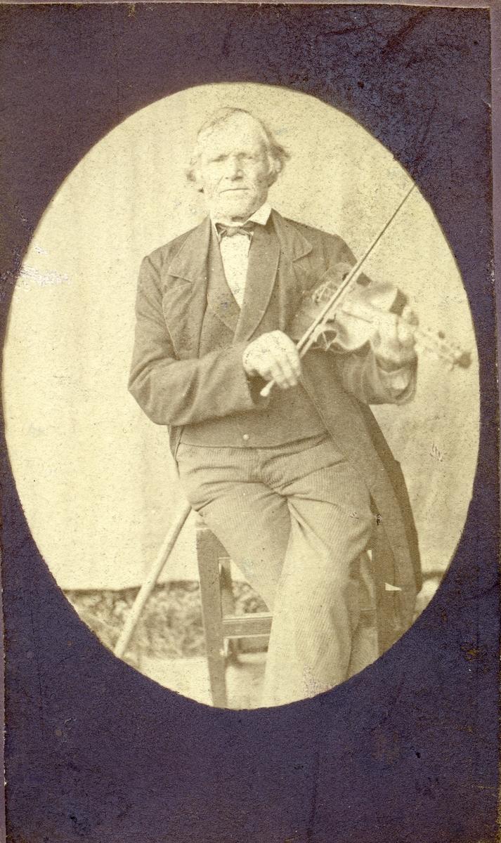 Portrett av Ole Dønhaug.