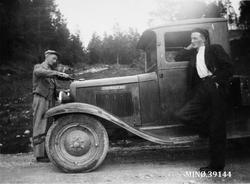 Første lastebil i mjølkerute i Folldal. John J. Ryfetten og