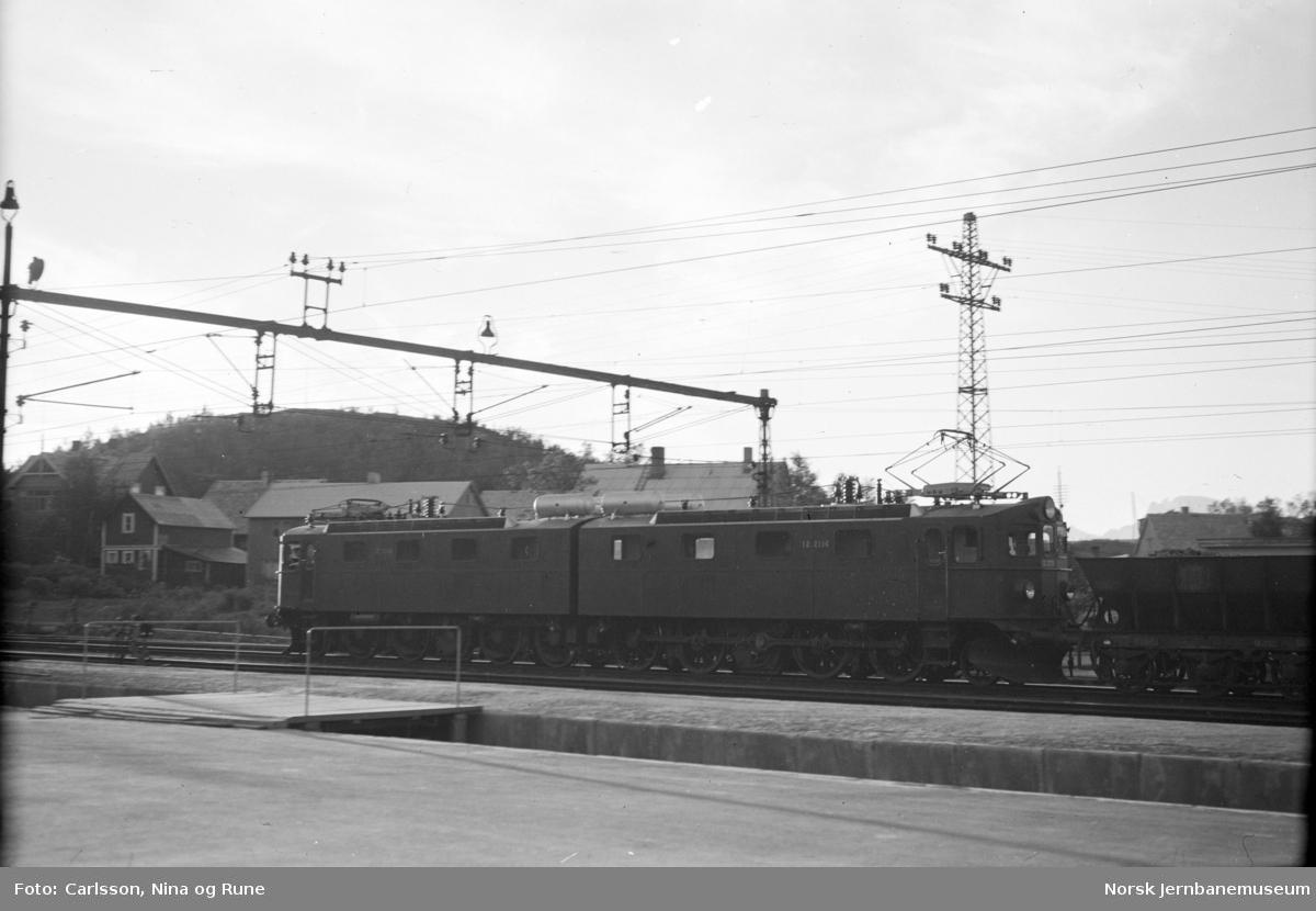 Elektrisk lokomotiv El 12 2116 på Narvik stasjon
