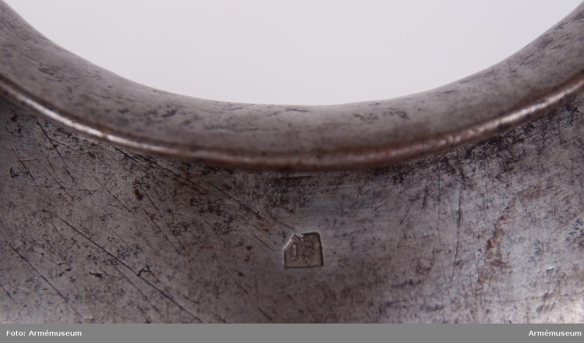 Grupp D IV. Märkt  XVIII, krona, IB. Enligt 1683 års förordning.