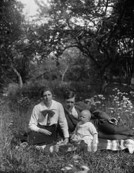 """""""Journalisten Erik Carlstedt med familj"""", Uppland 1918"""