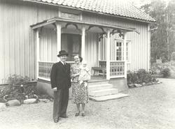 Kyrkoadjunkt Helge Jarkman, född 1911-05-27 Hustrun Karin f