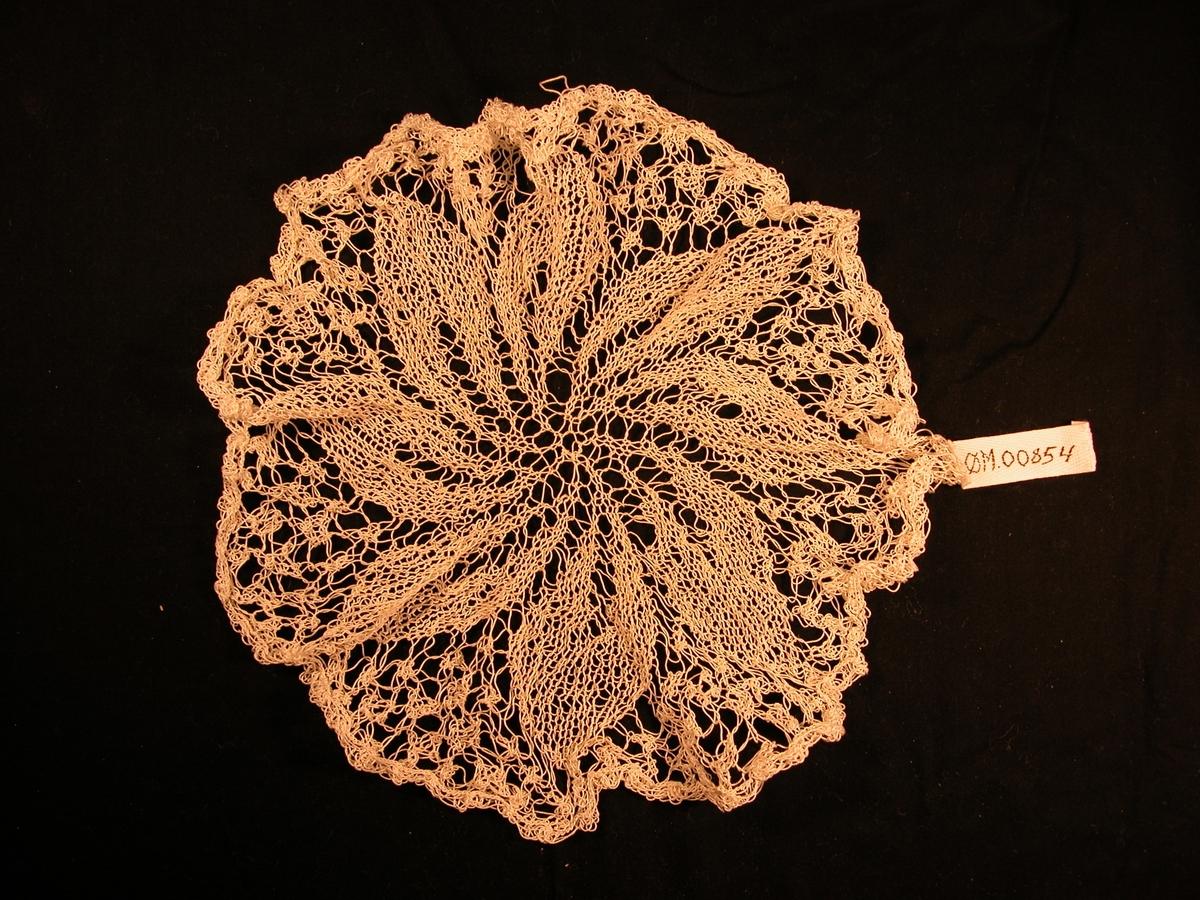 8 blad med markert hovudnerve ved laust strikk