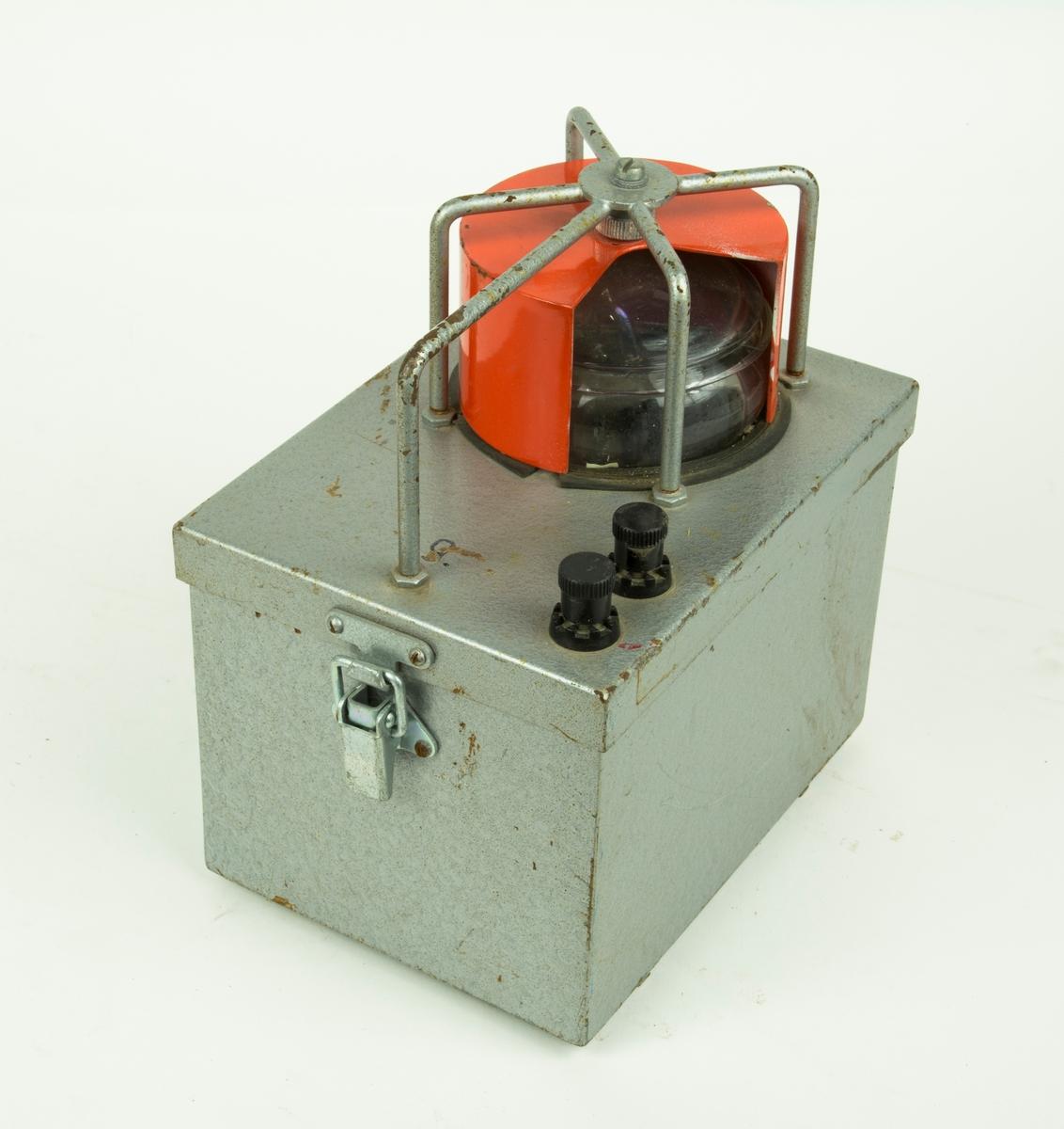 Banljus, transportabelt. Innehåller två stycken laddningsbara batterier.