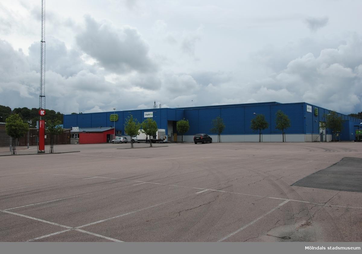 Byggnadsdokumentation av varuhuset Coop Forum i Kållered med adress Ekenleden 4, Våmmedal 2:158, som fått rivningslov. Exterörfotografi från norr den 5/7 2016.