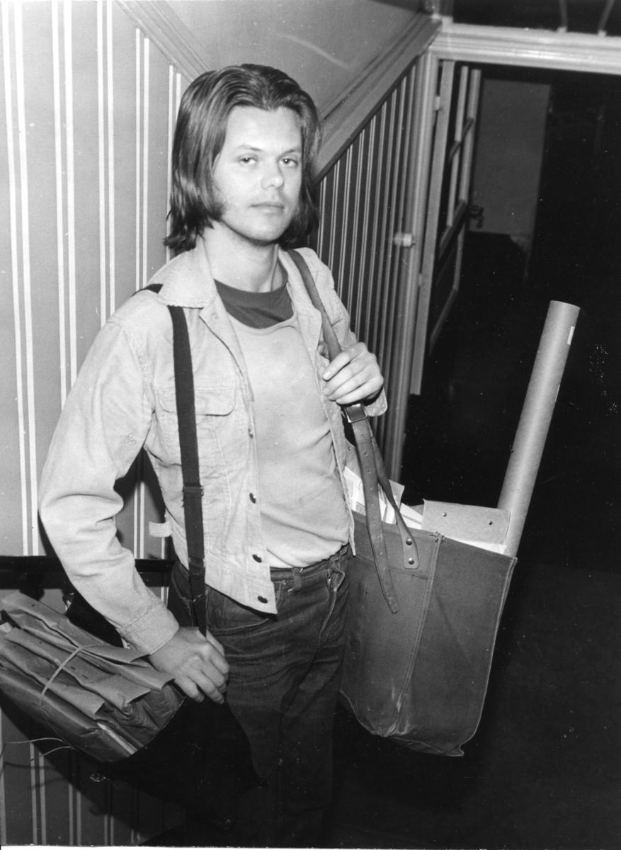 Lördagsvikarierande brevbäraren vid postkontoret Göteborg 1 klar för utgång, 1973.