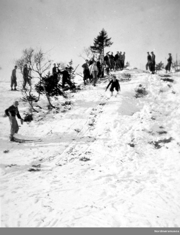 Ueland i unnarennet. Skidag på Statens meieriskole 1939. Fra Nordmøre Museum sin fotosamling.