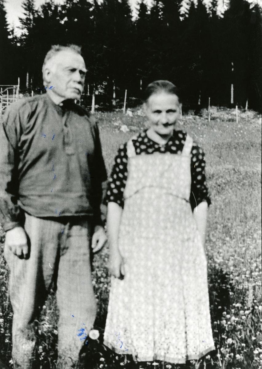 Portrett av Kari og Torvald Langedragslien.