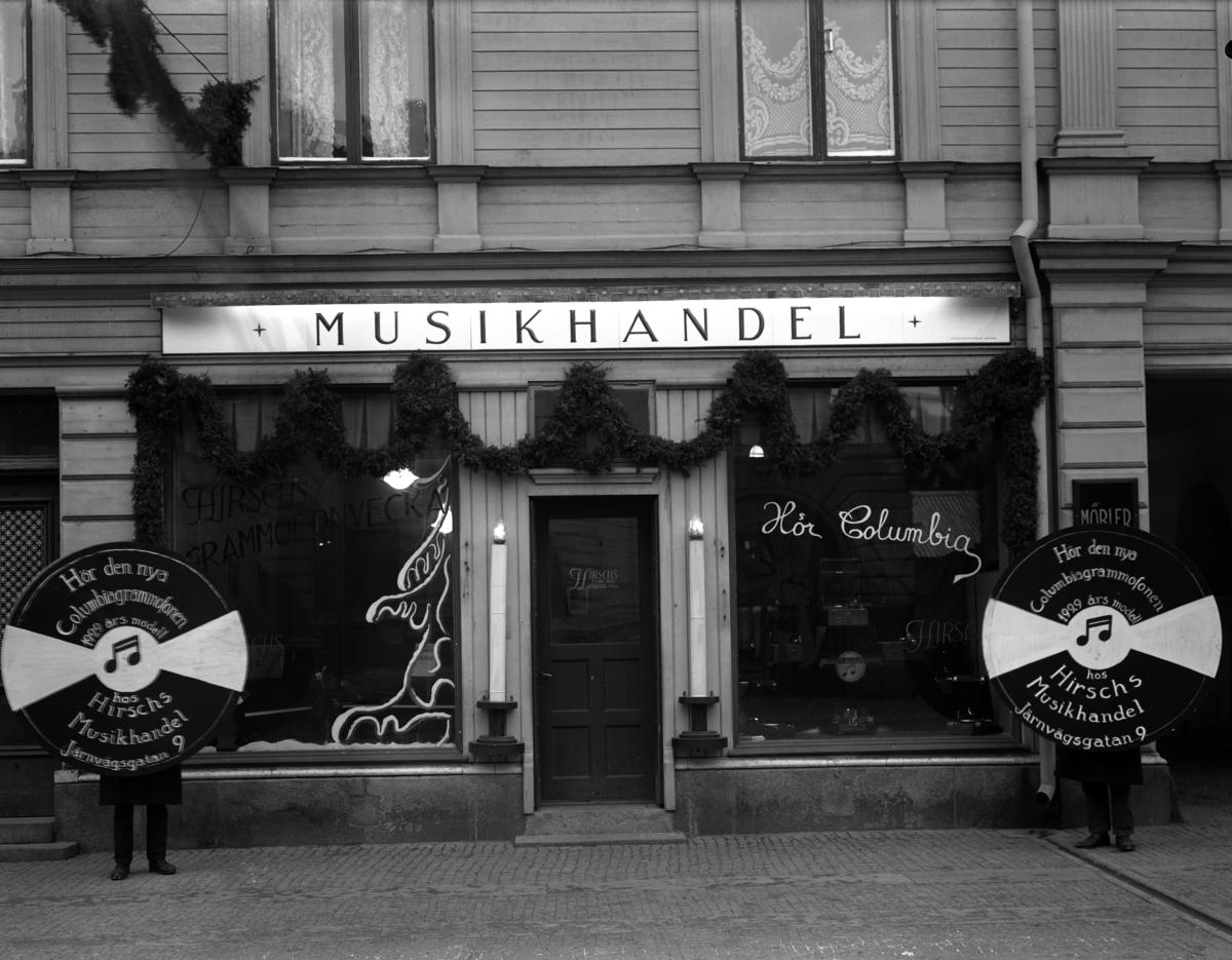 Hirsch Musikhandel på Järnvägsgatan 9 år 1928. Huset finns kvar i ombyggt skick.