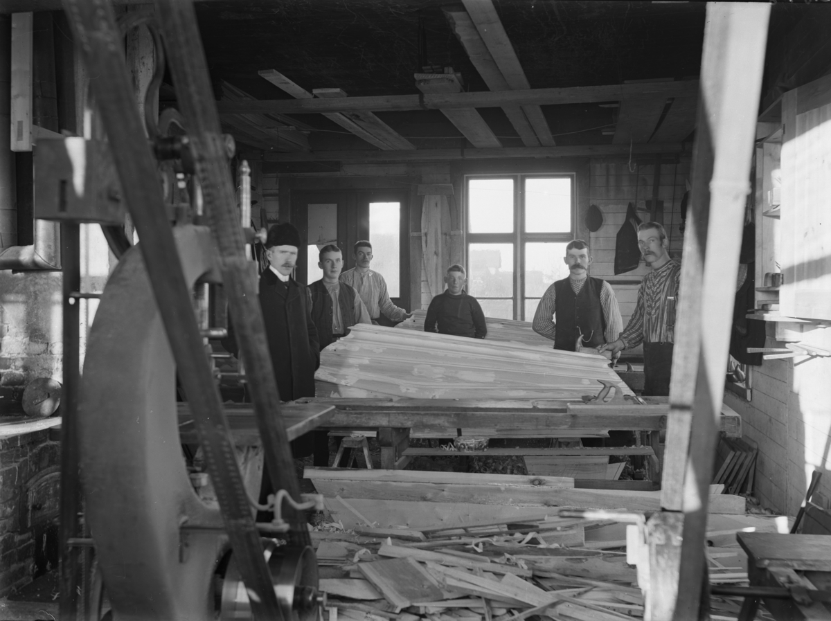 Snickerifabrik för tillverkning av likkistor.