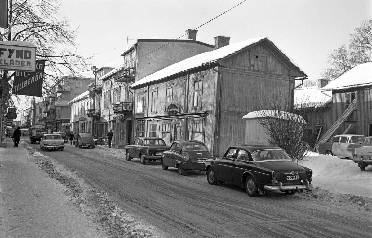 2 fastigheter med dåvarande adress Kyrkogatan 22-24 rivs i mars-april 1969.