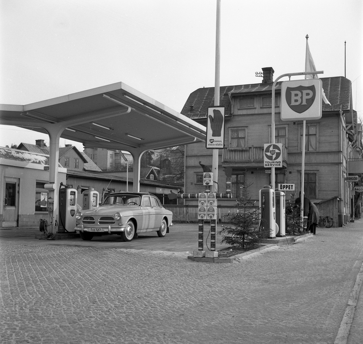 BP i Arvika 59-01-13. Macken låg på den tidigare Kyrkogatan mellan Kyrkogatan/Repslagaregatan och Fallängsvägen.